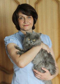 Марина Ефремова со своей кошкой Корой